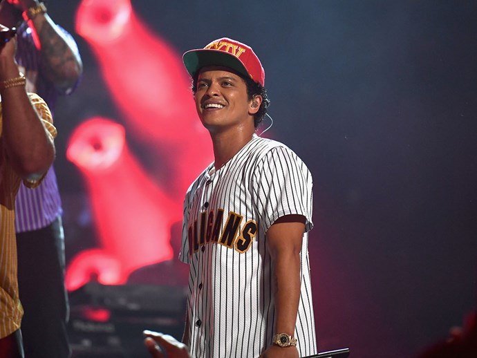 10 best reactions to Bruno Mars falling asleep at the BET Awards