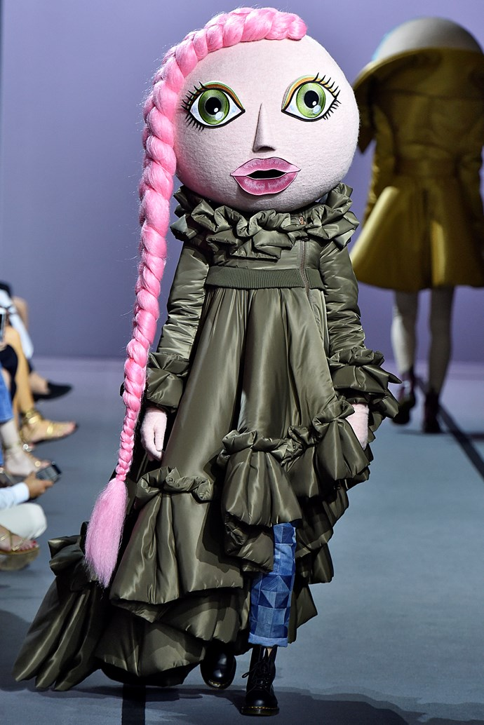 Glammed-up bobble heads stole the show at Viktor & Rolf.