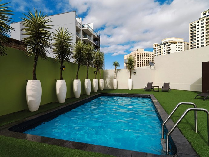 **[Vibe Hotel](https://www.vibehotels.com/hotel/sydney?gclid=Cj0KCQjwiLDMBRDFARIsACNmiX_Q_N3_nXkS-qdADiGGULuEboDPt_tuWS94yBTX89ecGxwIRpeS3-gaAu_rEALw_wcB&gclsrc=aw.ds)** <br> <br> On Elizabeth St, just around the corner from Oxford Street, the hotel has a roof top pool – because you can never get enough rooftop pools in this city – for cooling down, and a sauna for heating up. Choose your poison.