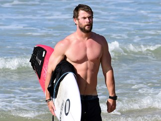 20 hot AF pics of Chris Hemsworth that'll have you swooning