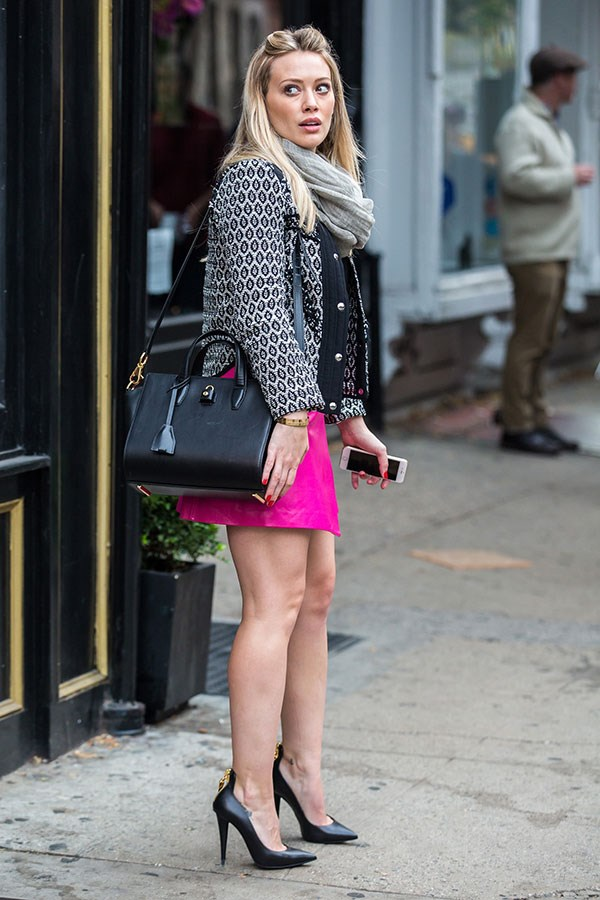 Only Kels could make a hot pink mini skirt look work approps.