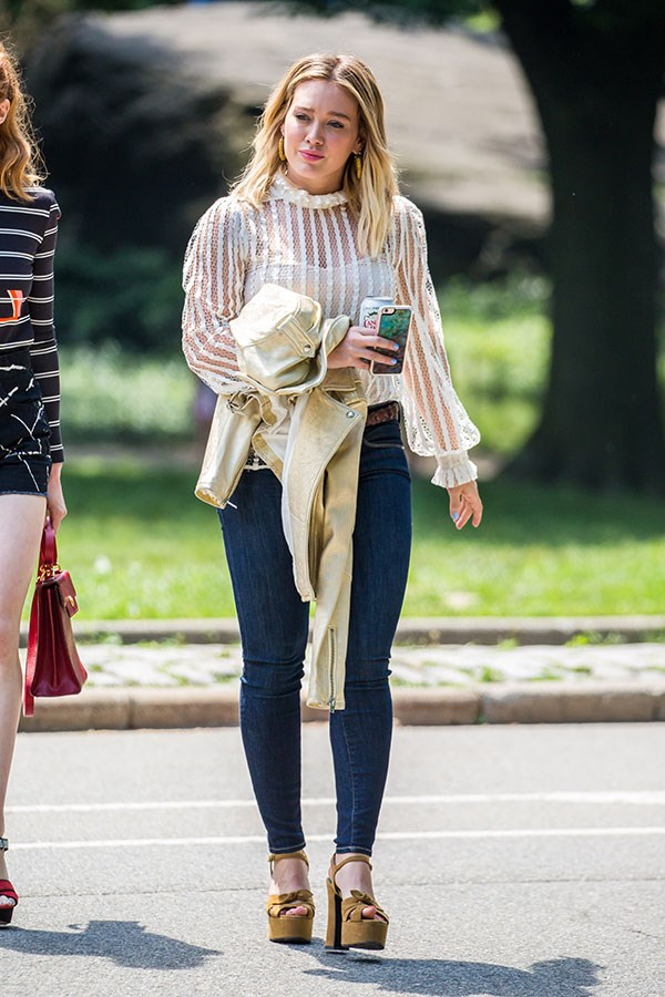 First, we want that top. Second, who strolls through the park in those platforms? And last, can we just *be* you Kels?