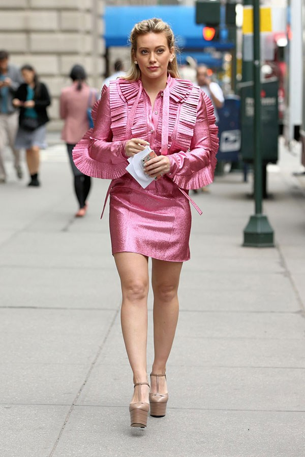 Just us, or is anyone else getting Elle Woods vibes RN? Sure, it was for a funeral, but still chic AF.