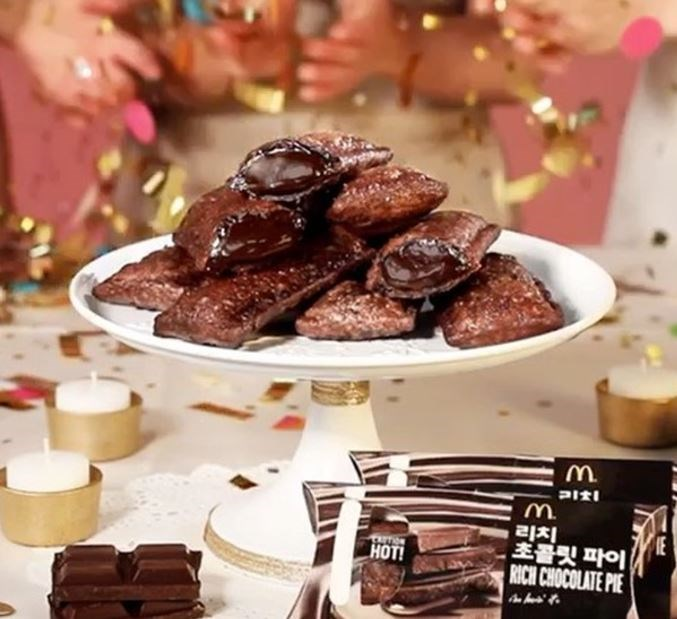 """**South Korea - *Chocolate Pie:*** Um, did someone say a McDonald's deep-fried pie but with a molten chocolate interior, instead of an apple one? AND for under $3? BRB, booking flights to South Korea. Bye.  <br><br> *Image: Instagram/[@mcdonalds_kr](https://www.instagram.com/mcdonalds_kr/