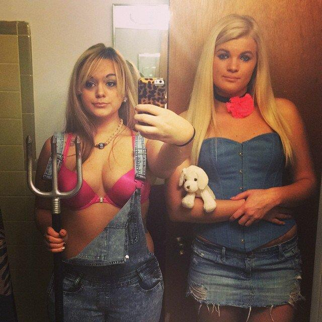 **Paris Hilton & Nicole Richie From 'The Simple Life'** <br><br> Image: [Instagram](https://www.instagram.com/kiz_lello/)
