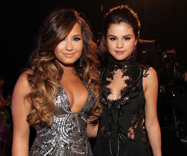 Selena Gomez Demi Lovato Joe Jonas Sophie Turner