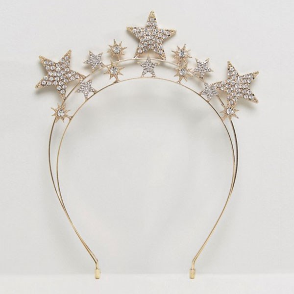 """Headband, $32, Liars & Lovers at [ASOS](http://www.asos.com/liars-lovers/liars-lovers-star-crown-headband/prd/8599225?clr=silver&SearchQuery=&cid=11412&pgesize=204&pge=0&totalstyles=211&gridsize=3&gridrow=15&gridcolumn=3