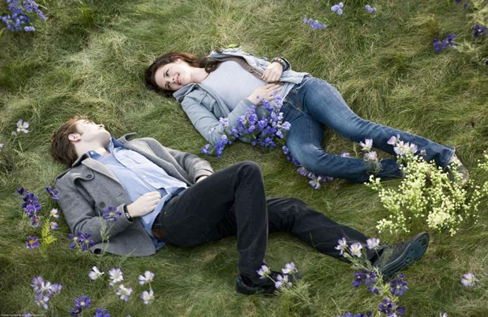 ***Twilight***: The low-key jeans and a tee combo Bella Swan wore on her outdoorsy date with Edward Cullen.
