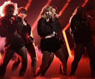 Taylor Swift fans are going NUTS over her SNL performance (and all the shade she gave out)