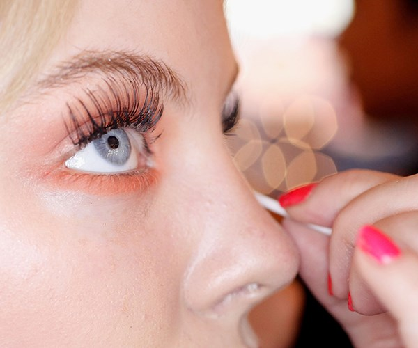 This girl's hack for storing false eyelashes is GENIUS