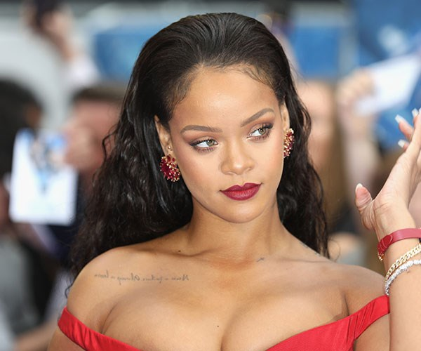 Rihanna just graced us with the perfect low-fi lipstick tutorial