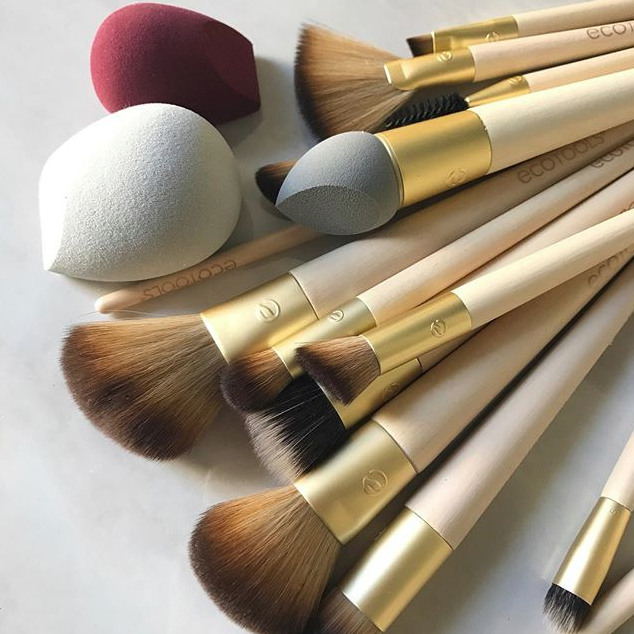 **Ecotools**<br><br> EcoTools is a leading brand in eco-conscious beauty products, well-known for its soft cosmetic brushes. The brands brushes are 100% cruelty-free and are made with bamboo handles. You can buy face brushes for under $20, and they even have a range of hair brushes. These are also *perfect* for any newcomers to the world of makeup. <br><br> Hero Product: Blush Brush, $18, at Ecotools.