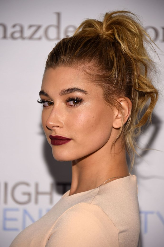 **Hailey Baldwin's curly high pony** <br><br> Hailey knows how to do cool-girl hair better than anyone, and this cute high pony is no exception. To recreate her look, scoop your mid-length locks up to your crown and secure with an elastic. Next, use a curling tong to add some texture and waves through the ends.