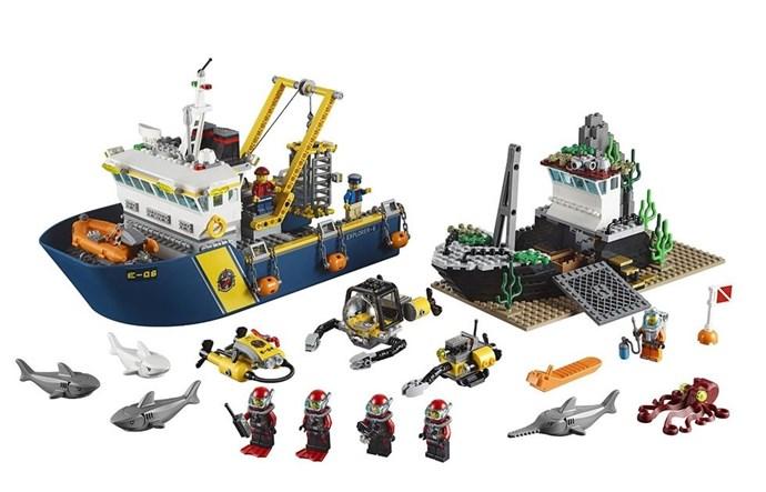 **2015: LEGO City Deep Sea Exploration Vessel**  Look at that LEGO swordfish!