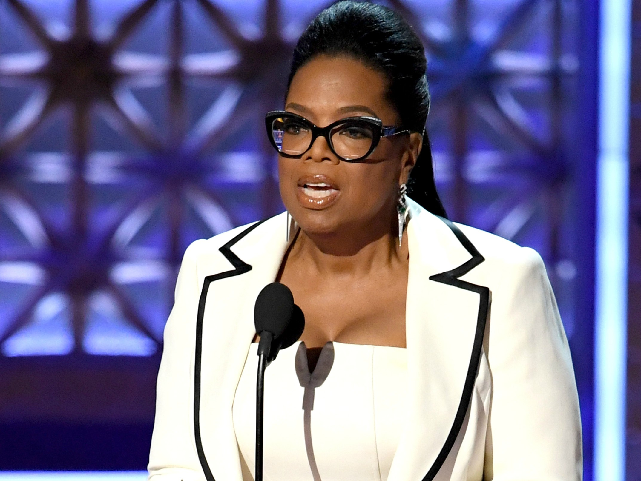 Oprah warns her fans about scammers impersonating her on social media Video