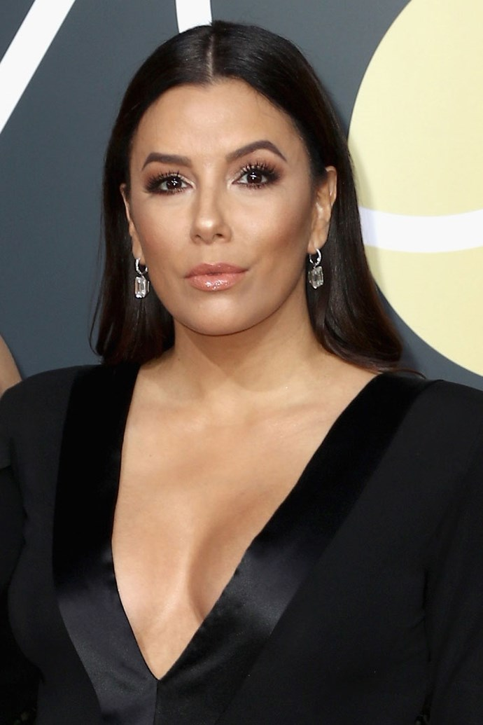 **Eva Longoria** <br><br> The actress sure brought her preggs glow to the red carpet. Eva pairs contoured cheekbones with illuminted features and a  earth-toned smokey eye.