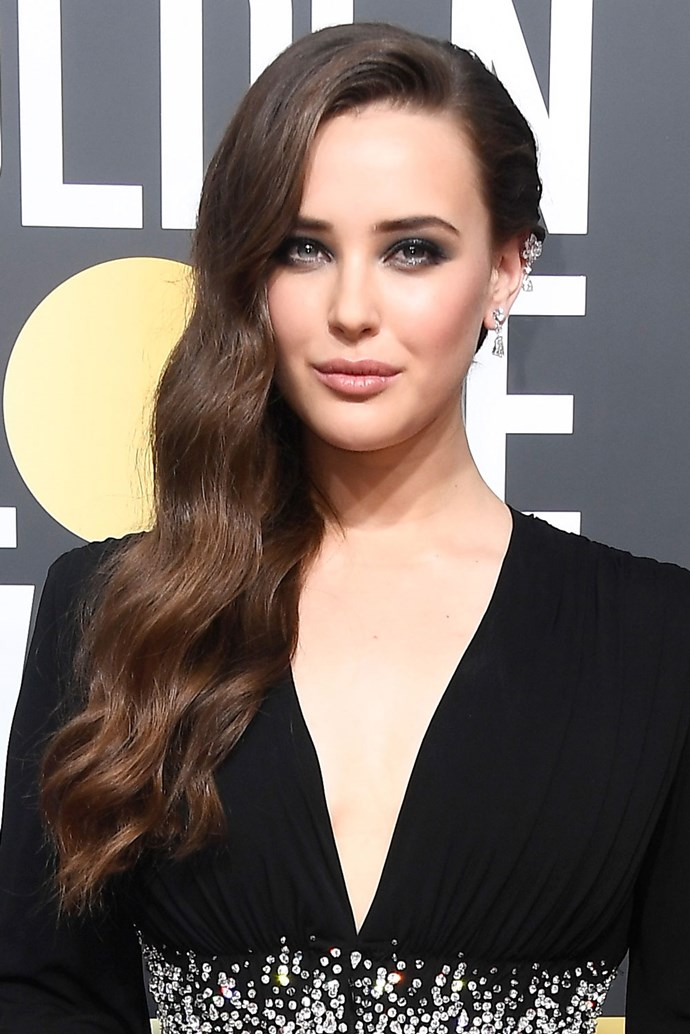 "The *13 Reasons Why* actress stepped out in long, bombshell waves, partially held back by a [seriously bling hairpiece](https://www.cosmopolitan.com.au/beauty/golden-globes-2018-katherine-langford-hair-piece-25526|target=""_blank""). The actress completed the sultry beauty look with a dark, smokey eye."