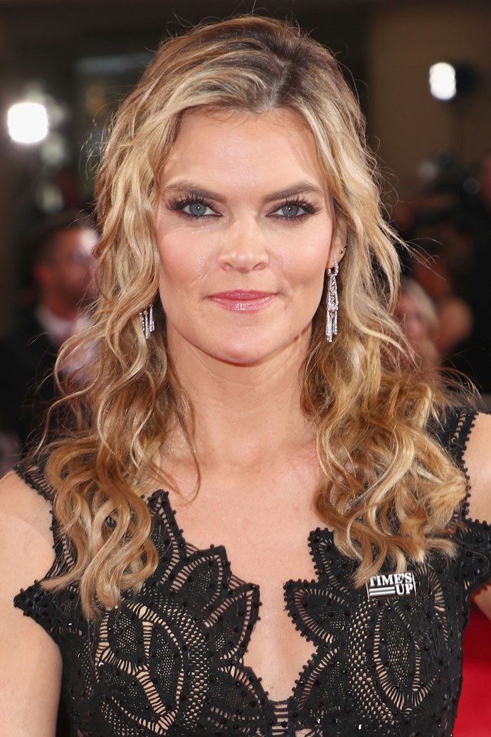 **Missi Pyle** <br><br> Missi keeps with simple with loosely styled curls and subtle eyeliner.