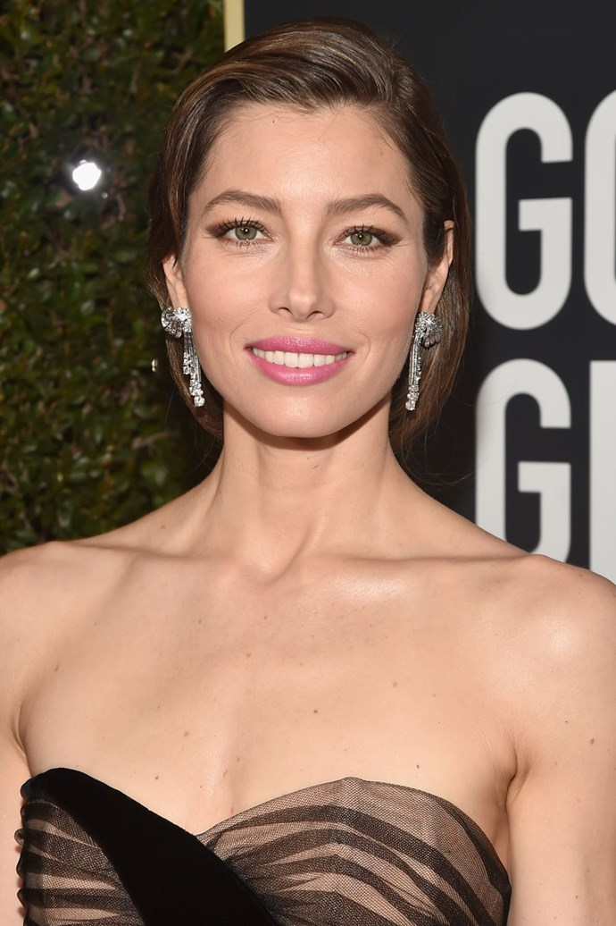 **Jessica Biel** <br><br> *The Sinner* actress sure amped up her beauty look for this year's red carpet with a brown-coloured winger eye, a bright pink lip and an old Hollywood-inspired updo.