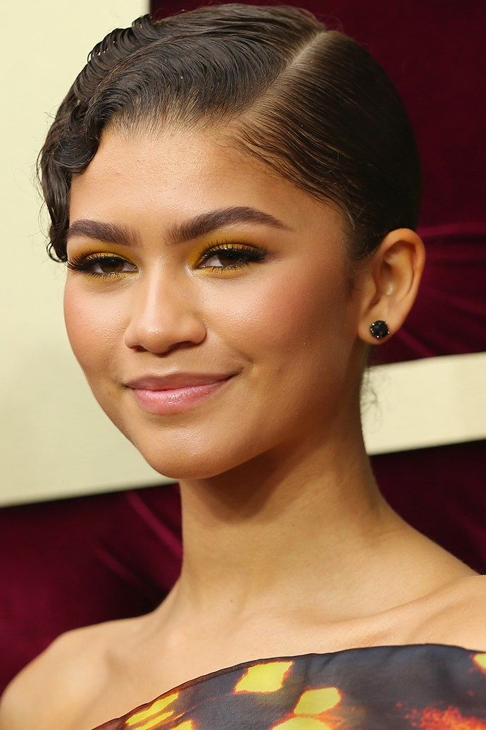 "When it comes to first-date makeup we'd usually recommend steering clear from the bright yellow side of your eyeshadow palette but [**Zendaya**](https://www.cosmopolitan.com.au/fashion/zendaya-6-outfits-1-day-25277|target=""_blank"")'s retro '80s beauty look has us inspired. The trick lies in keeping it sheer – don't saturate Start with a super light dusting of eyeshadow, starting from your brow bone and finishing at the outer corners of your eyes, and then along the lower lash line. Tightline eyes with a waterproof kohl pencil and finish with a coating of mascara. Try [MAC Veluxe Pearlfusion Shadow in Amberluxe](http://shop.davidjones.com.au/djs/ProductDisplay?catalogId=10051&productId=5614061&langId=-1&storeId=10051