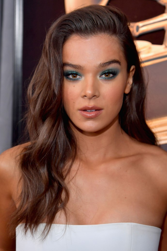 **Hailee Steinfeld** <br><br> Nothing pairs better with bronzed skin than a smoky emerald green eye.