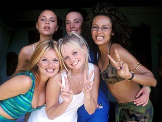 OMG! Victoria Beckham just posted reunion photo of her with the rest of the Spice Girls