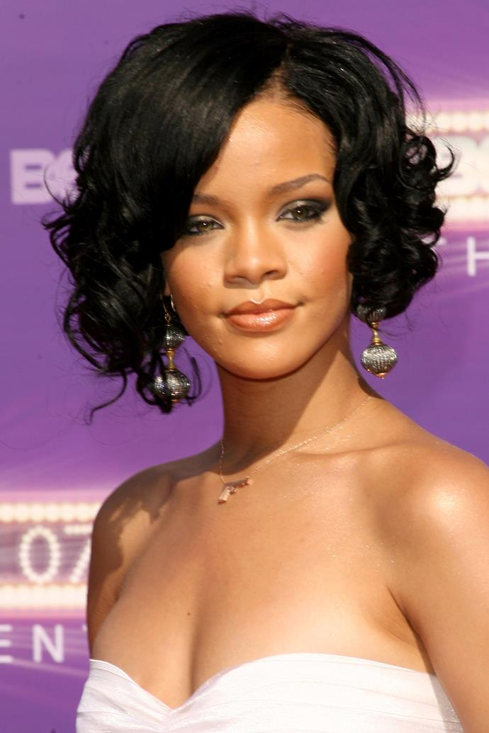 Debuting her first dramatic beauty change since first breakout out, RiRi stepped out at the 2007 BET Awards with a new curly, asymmetric bob.