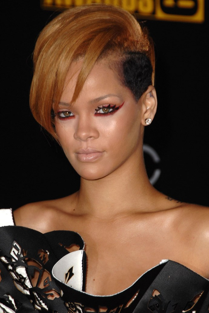 Finishing 2009 off with a bang, Rihanna stepped out with an two-toned undercut and fuchsia underliner.