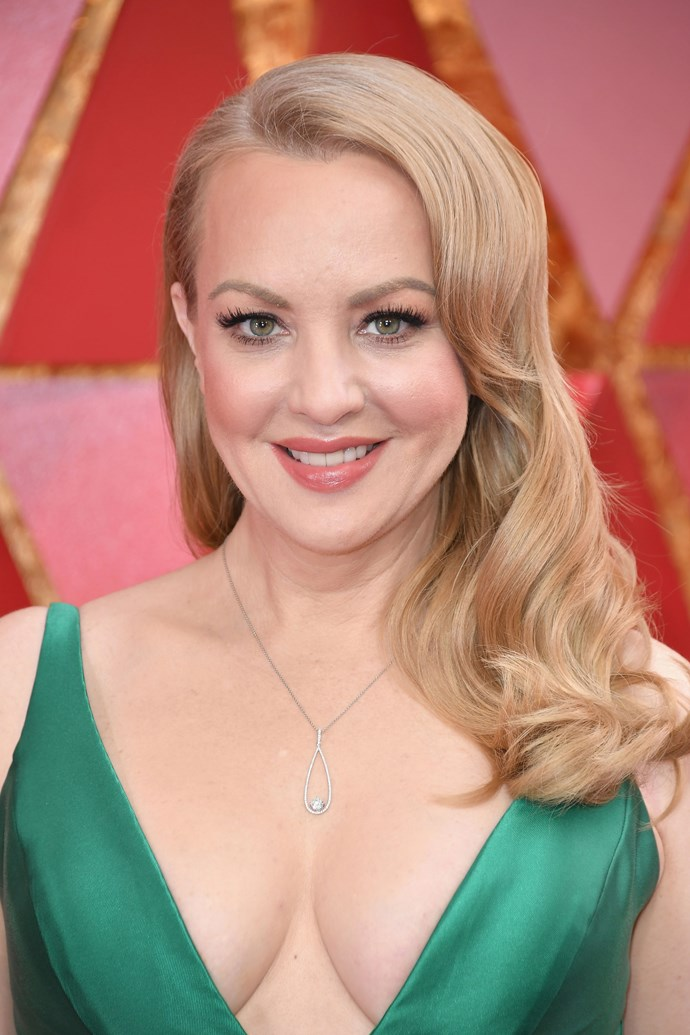 **Wendi McLendon-Covey** <br><br> The *Goldbergs* actress channels old Hollywood glam with her deep-parted curled hair.