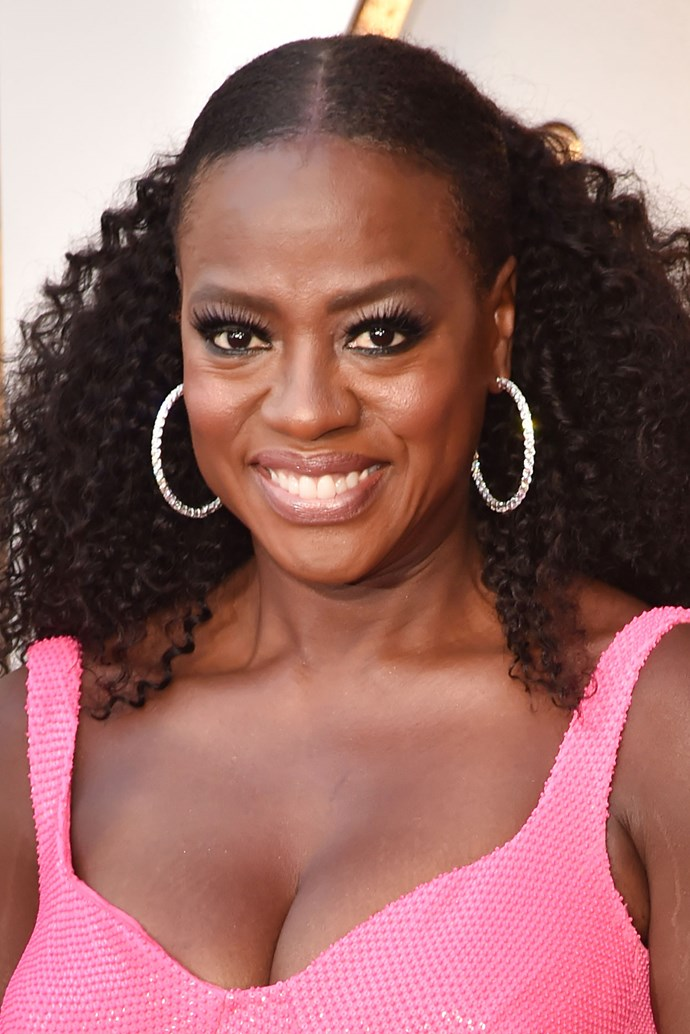**Viola Davis** <br><br> Viola SLAYED this year's red carpet, pulling her natural curls into a voluminous pony and rocked larger-than-life lashes.