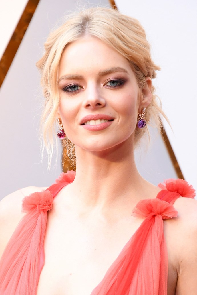 **Samara Weaving** <br><br> The Aussie actress kept her beauty look 'pretty in pink' with a rose-tinted smoky eye and lip, and paired it with an intricately constructed updo.