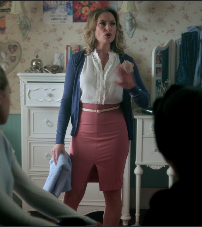 Alice at it again with this sexy AF Elle Woods-inspired pencil skirt.