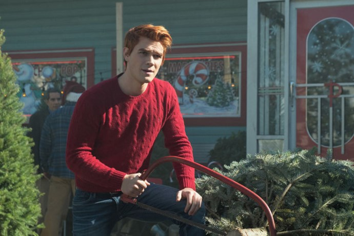 *Dayum* Archie can make even a woollen jumper look sexy as hell.