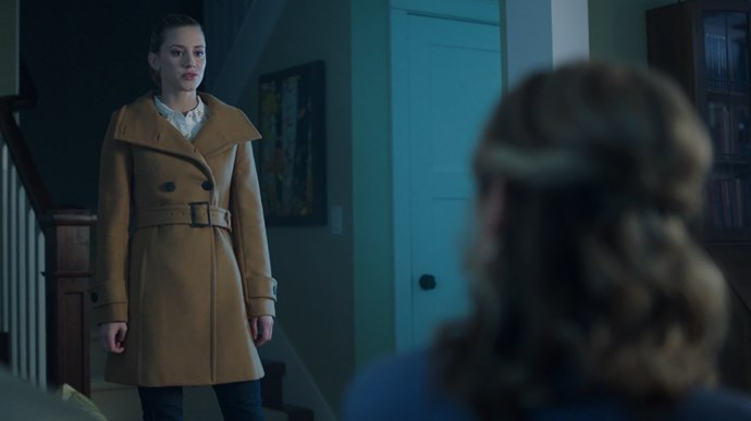 Which inspired Betty to channel her inner-Inspector Gadget with this camel trench sitch.