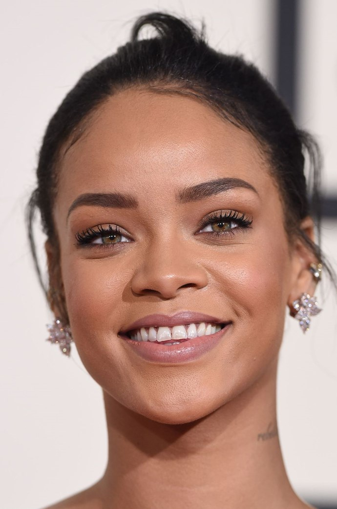 **Go 'au naturel'** <br><br> Rihanna proves you can rock minimal makeup and still look glam for the big day. Sculpted brows, fluttery lashes and fresh-faced complexion = the dream combination.