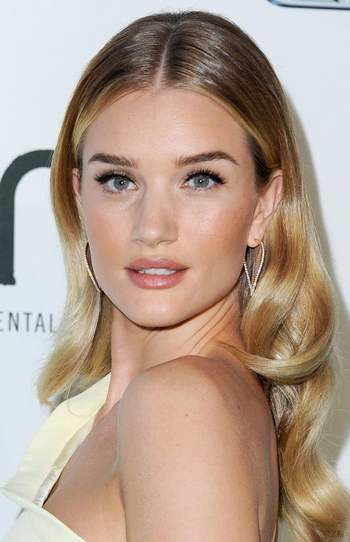 """**Feathery lashes + cat-eye liner** <br><br> Rosie keeps her [statement lashes](https://www.cosmopolitan.com.au/beauty/eyelashes-beauty-trend-of-2018-pinterest-25604