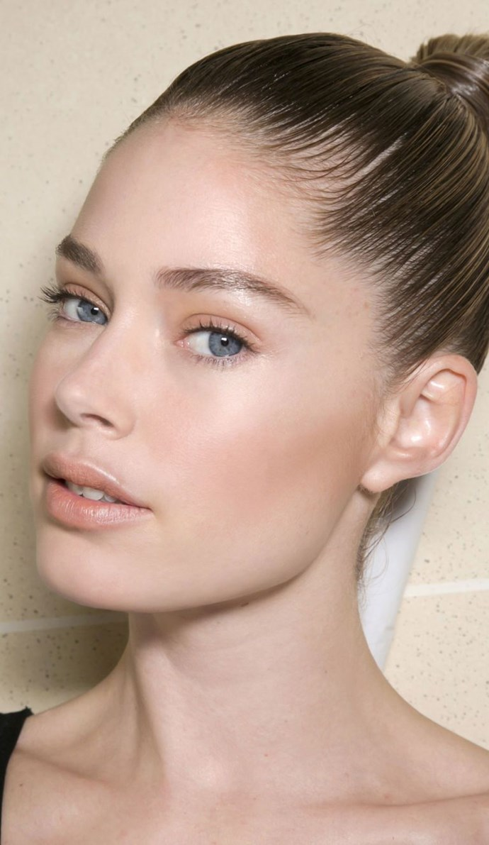 """**No makeup makeup** <br><br> The key to pulling off no makeup makeup is [nailing perfect-looking skin](https://www.harpersbazaar.com.au/beauty/dewy-skin-15844