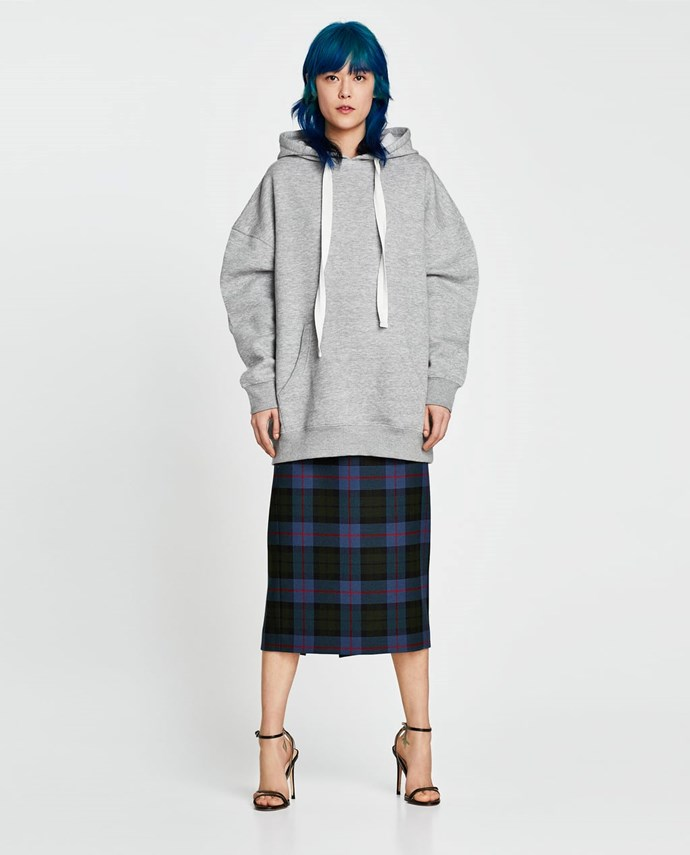 """Oversized Sweatshirt, $39.95 from [Zara Australia](https://www.zara.com/au/en/oversized-sweatshirt-p08417002.html?v1=5824042&v2=1010574 target=""""_blank""""). (Now only available in a handful of sizes.)"""