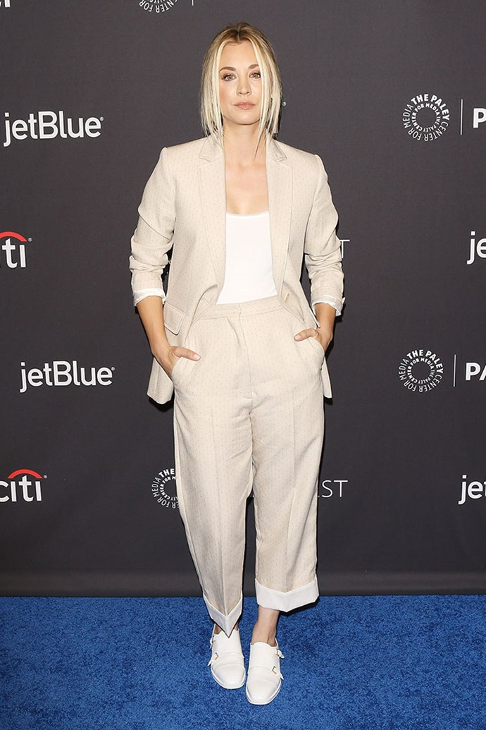 Last night Kaley stepped out at Paleyfest Los Angeles wearing the biggest fashion trend of 2018: the laid back pant suit, complete with ~fresh~ kicks and she looks so, SO perfect.
