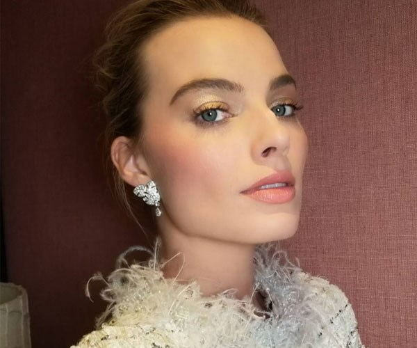 "**Margot Robbie's foundation hack** <br><br> Margot's blonde hair is at the lighter end of the spectrum — even for a blonde. To make sure her foundation doesn't stain her hair, she uses a toothbrush to blend the product towards her hairline. ""I do that every single day, and every time my husband [Tom Ackerley] is like, 'What are you doing?'"" she told [*ELLE*](https://www.elle.com/uk/beauty/articles/a31972/margot-robbie-calvin-klein-deep-euphoria-interview-beauty-tips-exercise-diet/