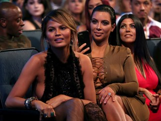 And with one lil tweet, Chrissy Teigen's now all up in this Kanye West Twitter drama
