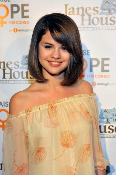 Selena opts for a mature bob in 2009.