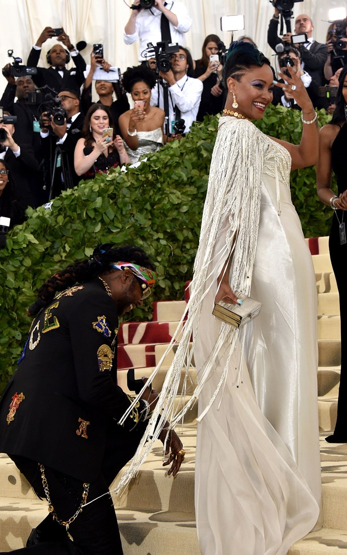 """**2 CHAINZ AND KESHA WARD** <br><br> While this relationship wasn't exactly kept secret pre-Met Gala, we had to give the couple a shout out for this very sweet reason. <br><br> While making their way up the Met steps, the rapper dropped to one knee and prosed to his long-time girlfriend and mother of his two children, Kesha Ward. <br><br> As reported by [*People*](http://people.com/style/met-gala-2018-2-chainz-proposes-to-wife-kesha-ward/
