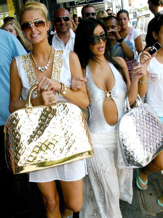 An undoubtedly PIVOTAL Louis Vuitton bag moment in Australia in 2006 — featuring Paris Hilton, the ever-reigning Queen of the 2000's.