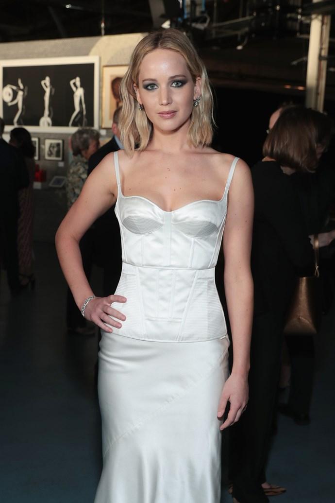 Jennifer Lawrence's shoulder-grazing lob.