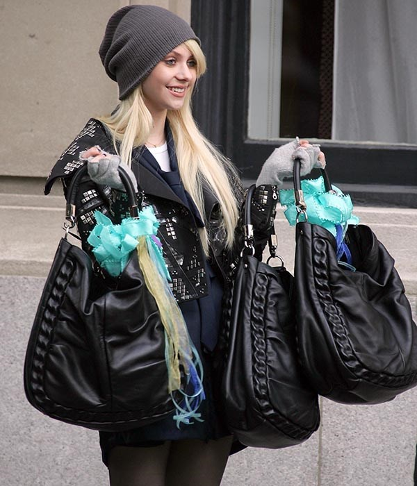 Remember when Jenny bought her friends matching Givenchy bags in a bid to become the Queen Bee? Yeah, we tried to forget too.