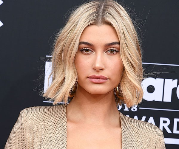 That thing is HUGE: Get a proper look at Hailey Baldwin's engagement ring