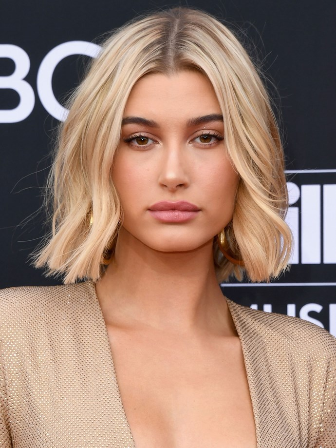 Ditching her warm-toned her, Hailey's natural colour made a return for the 2018 Billboard Music Awards, her golden tones perfectly pairing with her gold gown.