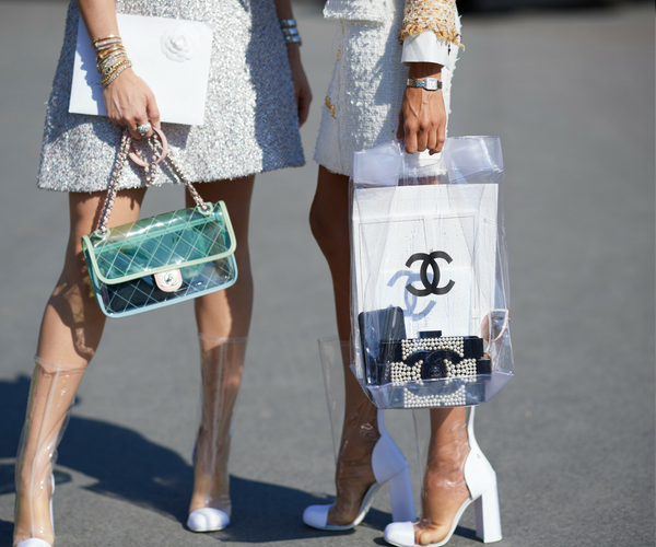 THE TRANSPARENT SHOPPER IS GOING TO BE *THE* BAG OF SPRING