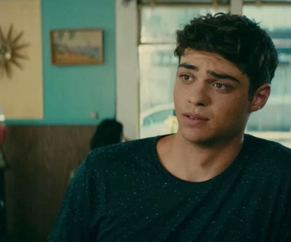 Someone asked Noah Centineo if he'd date a fan and his answer might surprise you